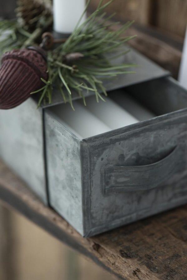 Porta candele in metallo con cassetto