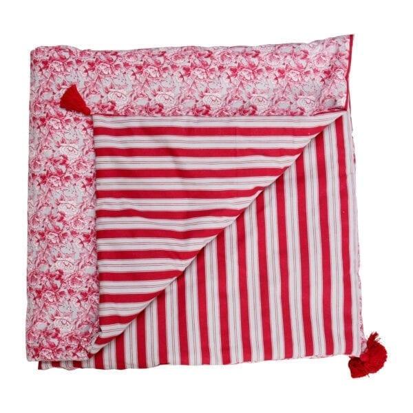 Trapunta in cotone con decori rossi