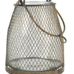 Lanterna con rete metallica intorno al vetro