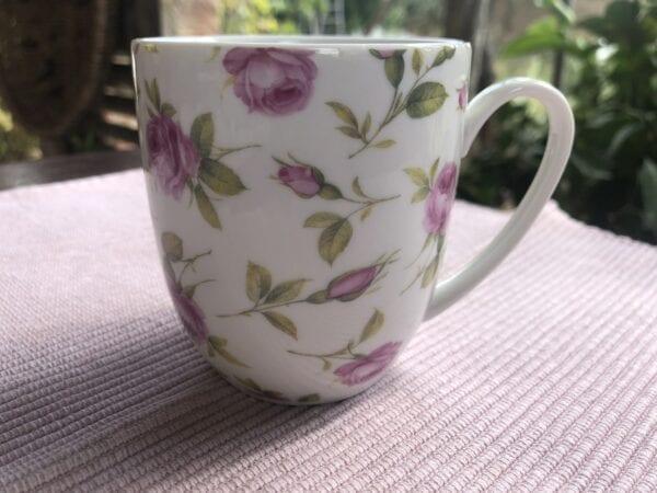 Tazza con rose in porcellana- Bianco