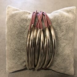 Braccialetto artigianale con 8 ciondoli – Rosa