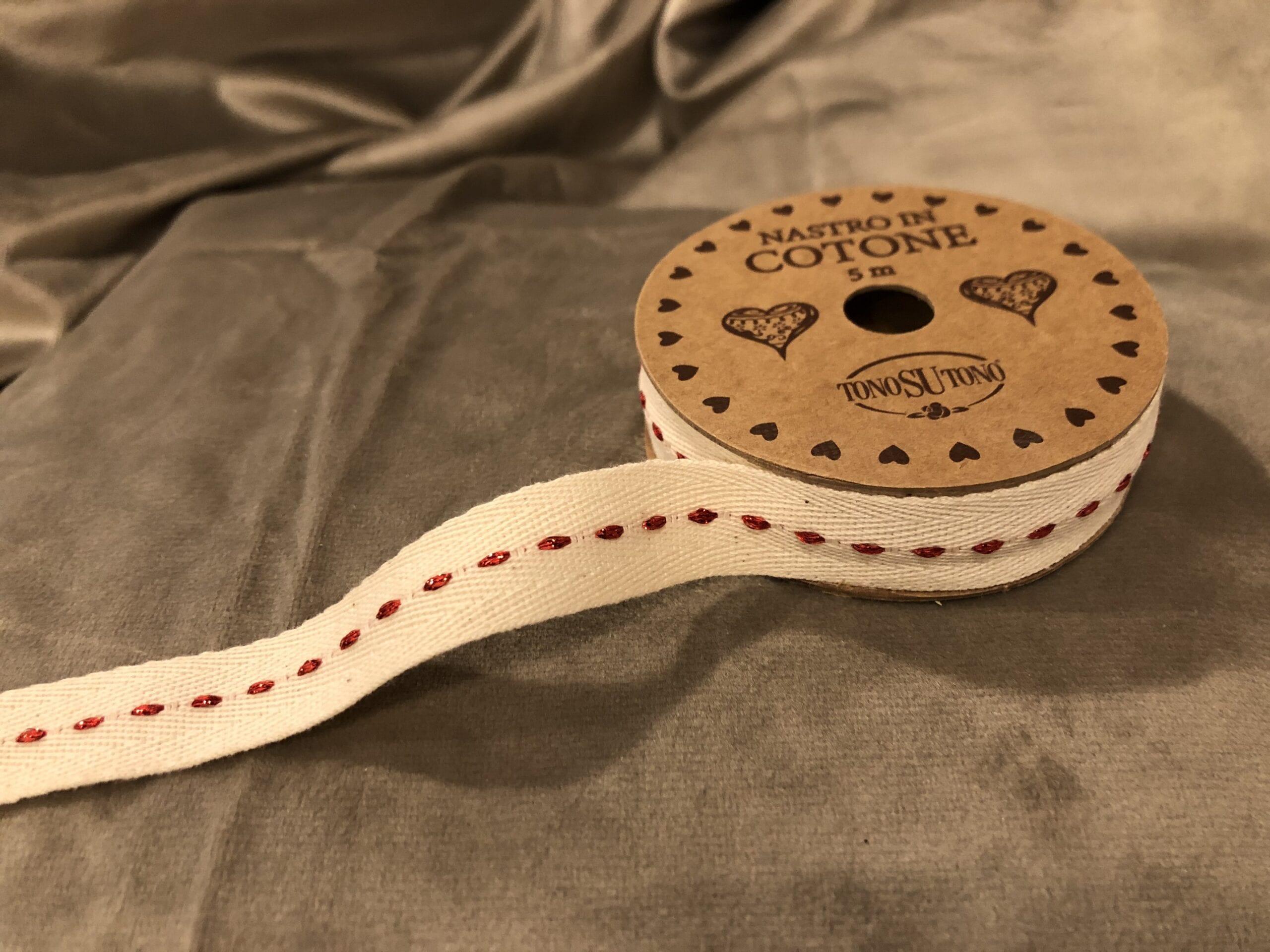 Nastro in cotone 5 mt – Bianco con liniette rosse