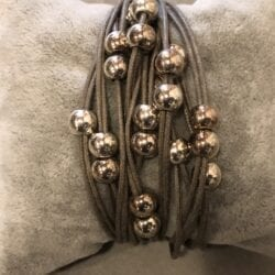 Braccialetto artigianale tante palline – Grigio