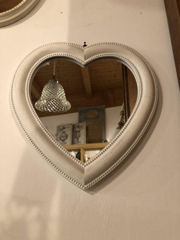 Specchio a forma di cuore – Beige