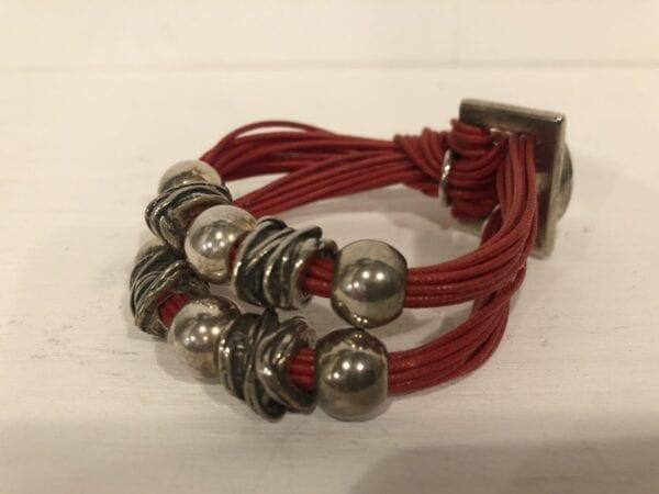 Braccialetto artigianale doppio con 3 palle – Rosso