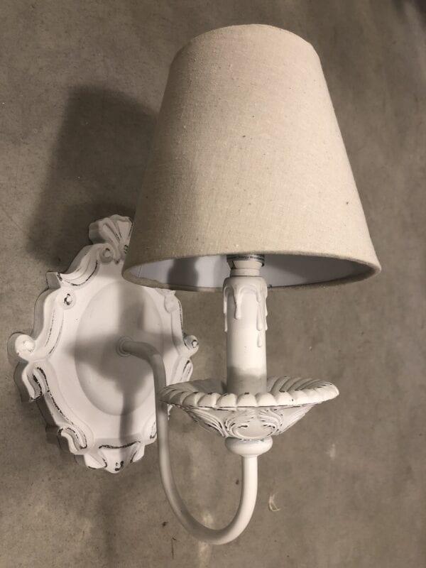 Applique in legno con paralume – Bianco