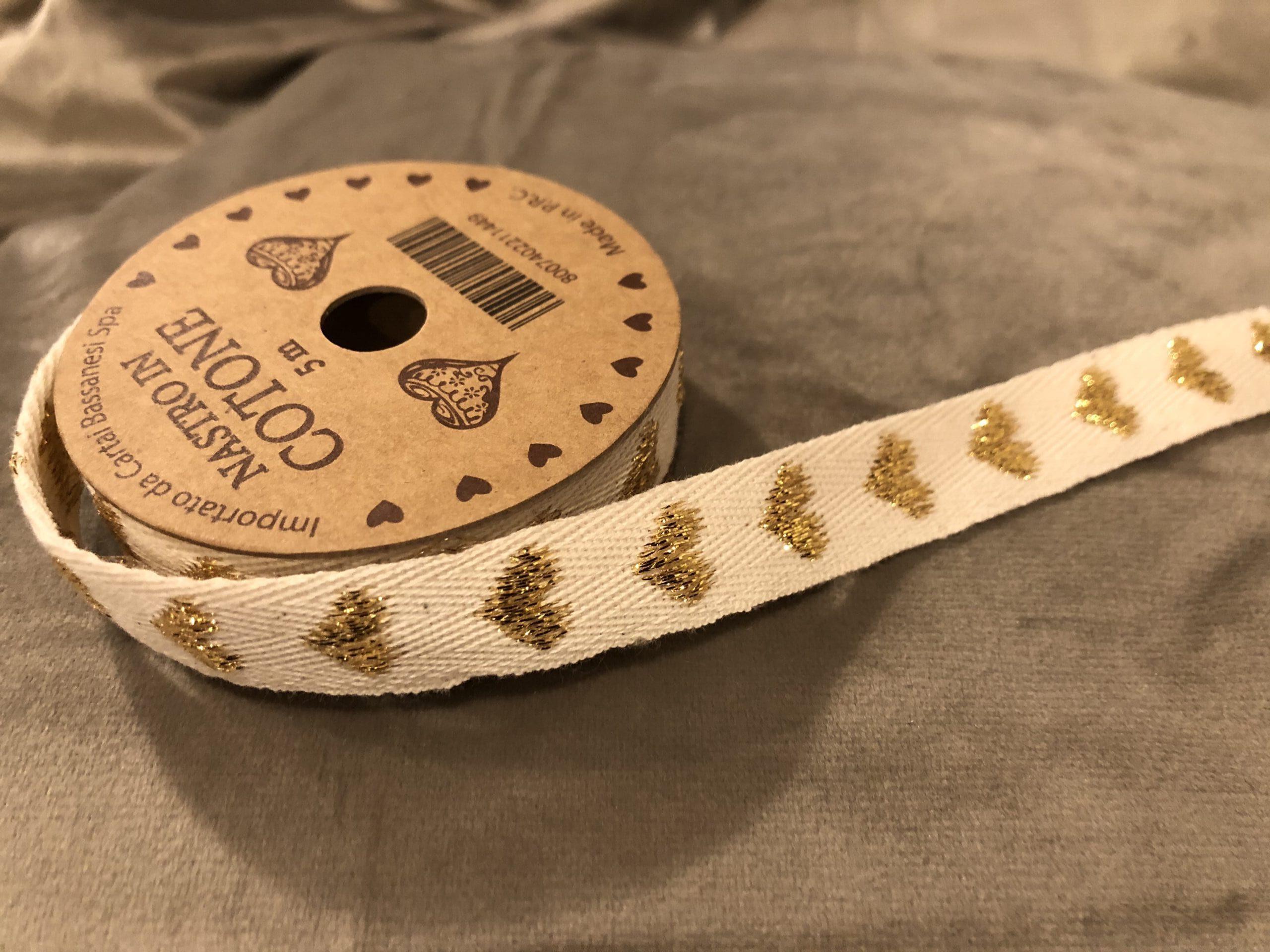 Nastro in cotone 5 mt – Bianco con cuori dorati