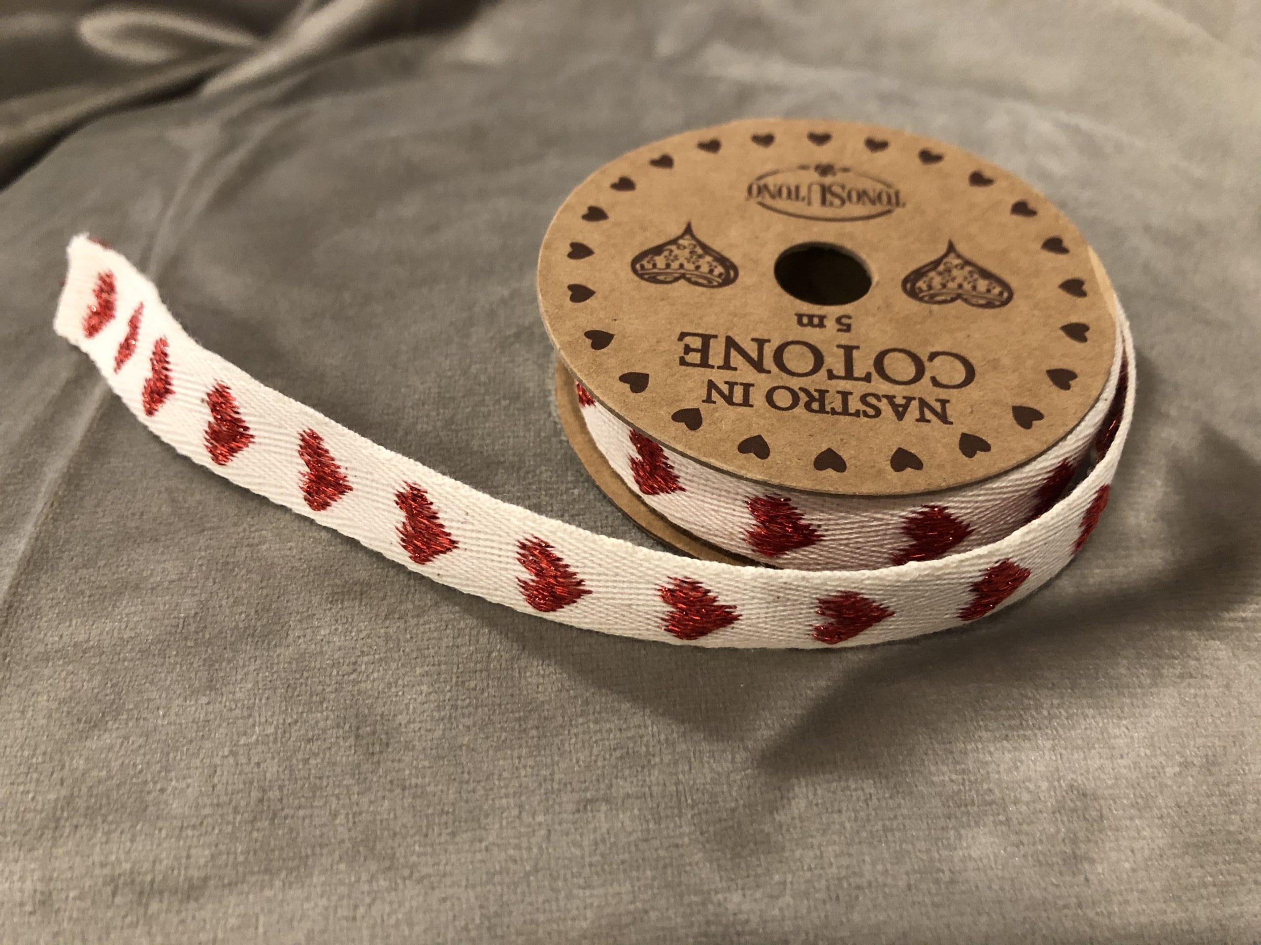 Nastro in cotone 5 mt – Bianco con cuori rossi
