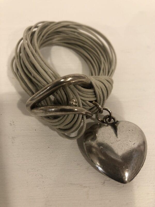 Braccialetto con ciondolo a cuore – Beige