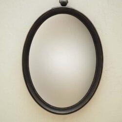 Specchio ovale convesso con bordo marrone