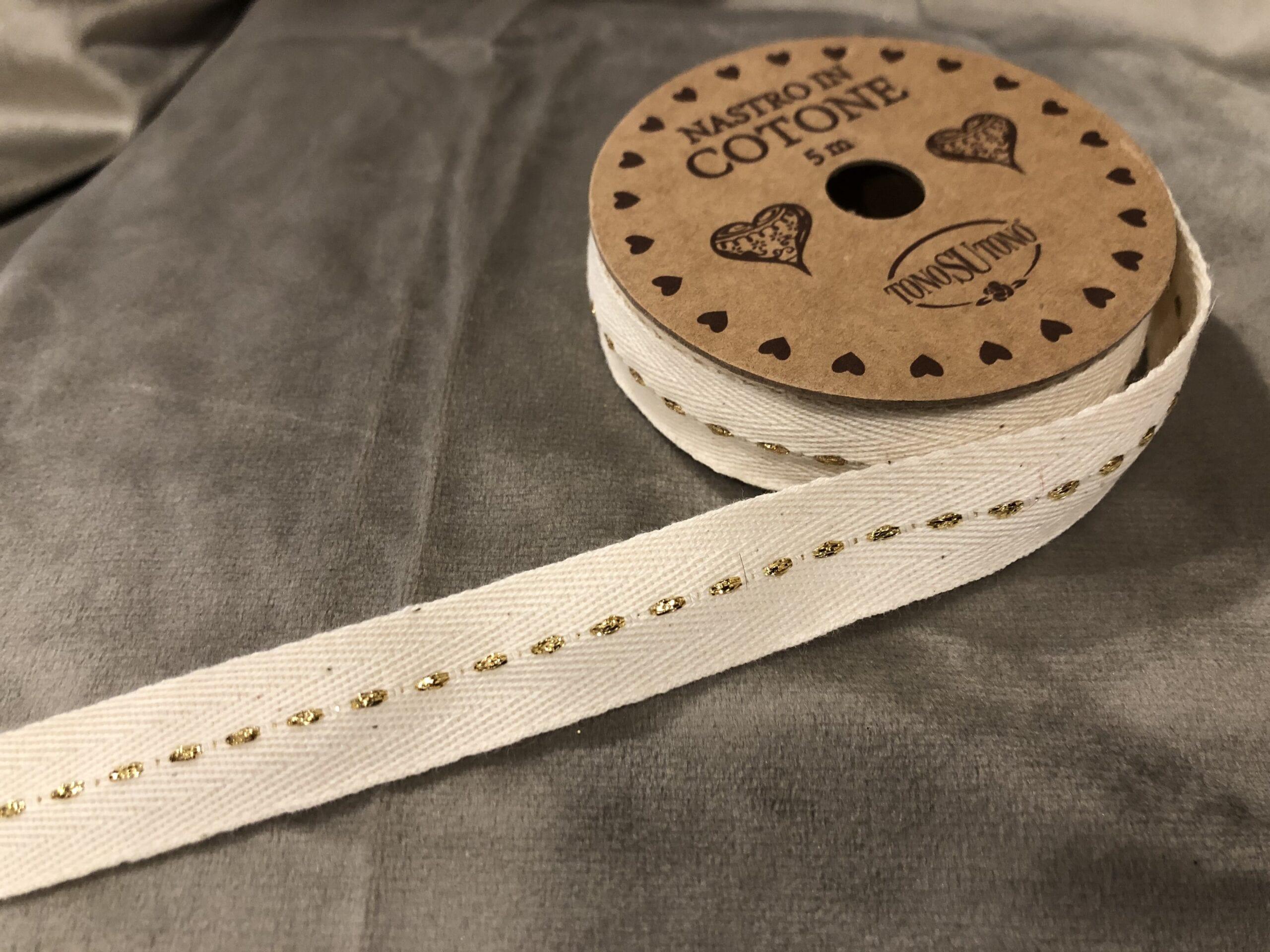 Nastro in cotone 5 mt – Bianco con liniette dorate
