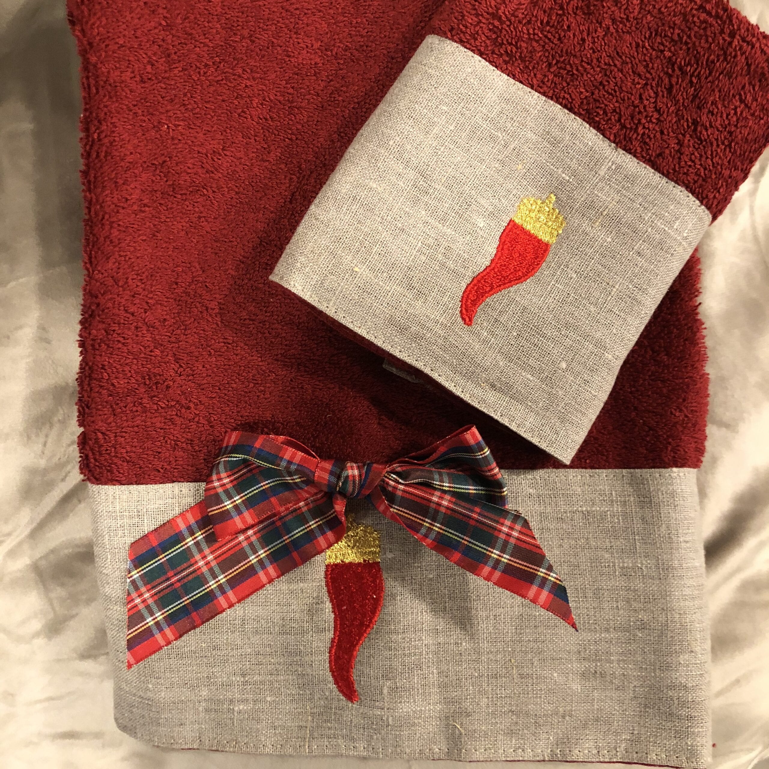Set coppia spugna rosso e lino con fiocco e cornini