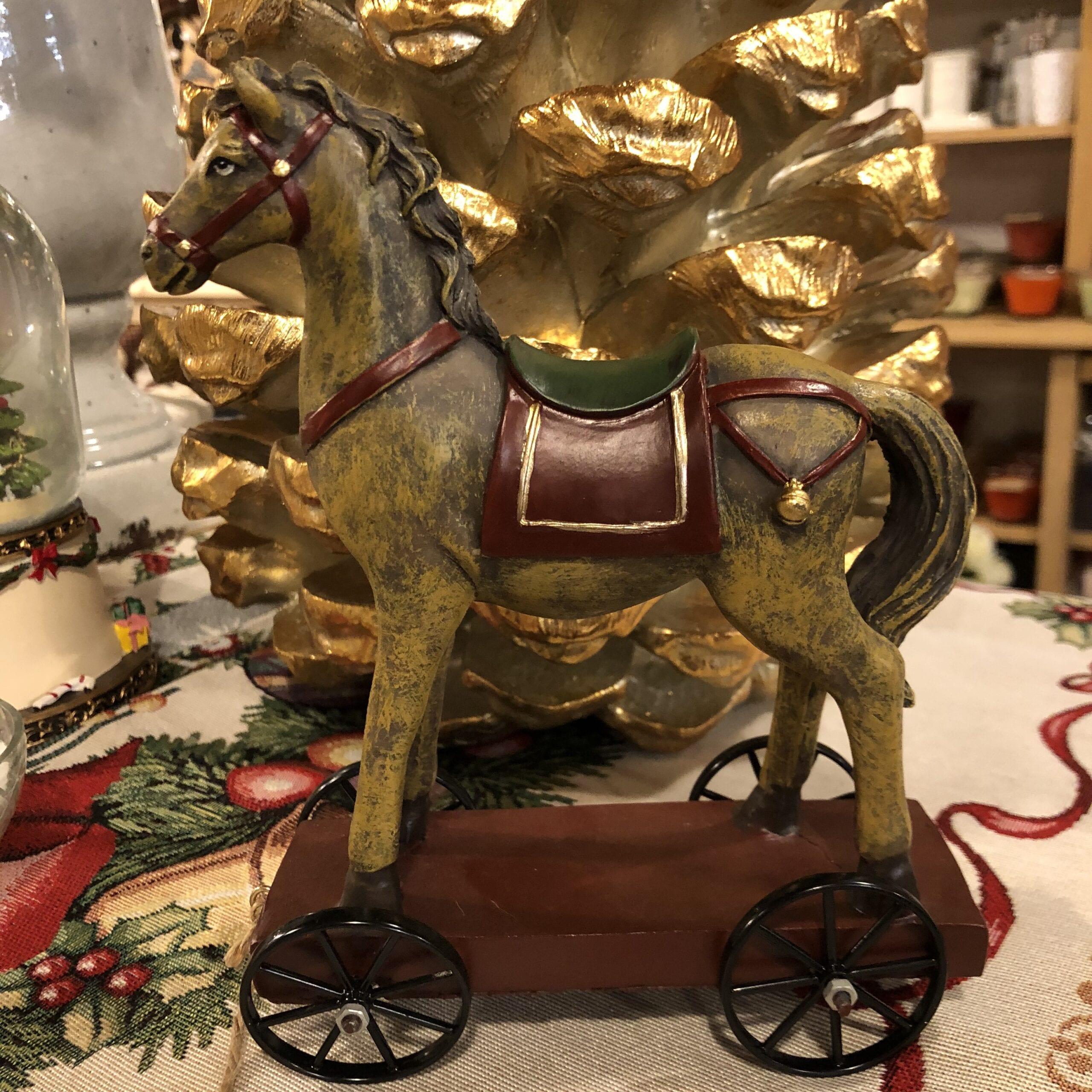 Cavallo vintage su ruote e cordicella