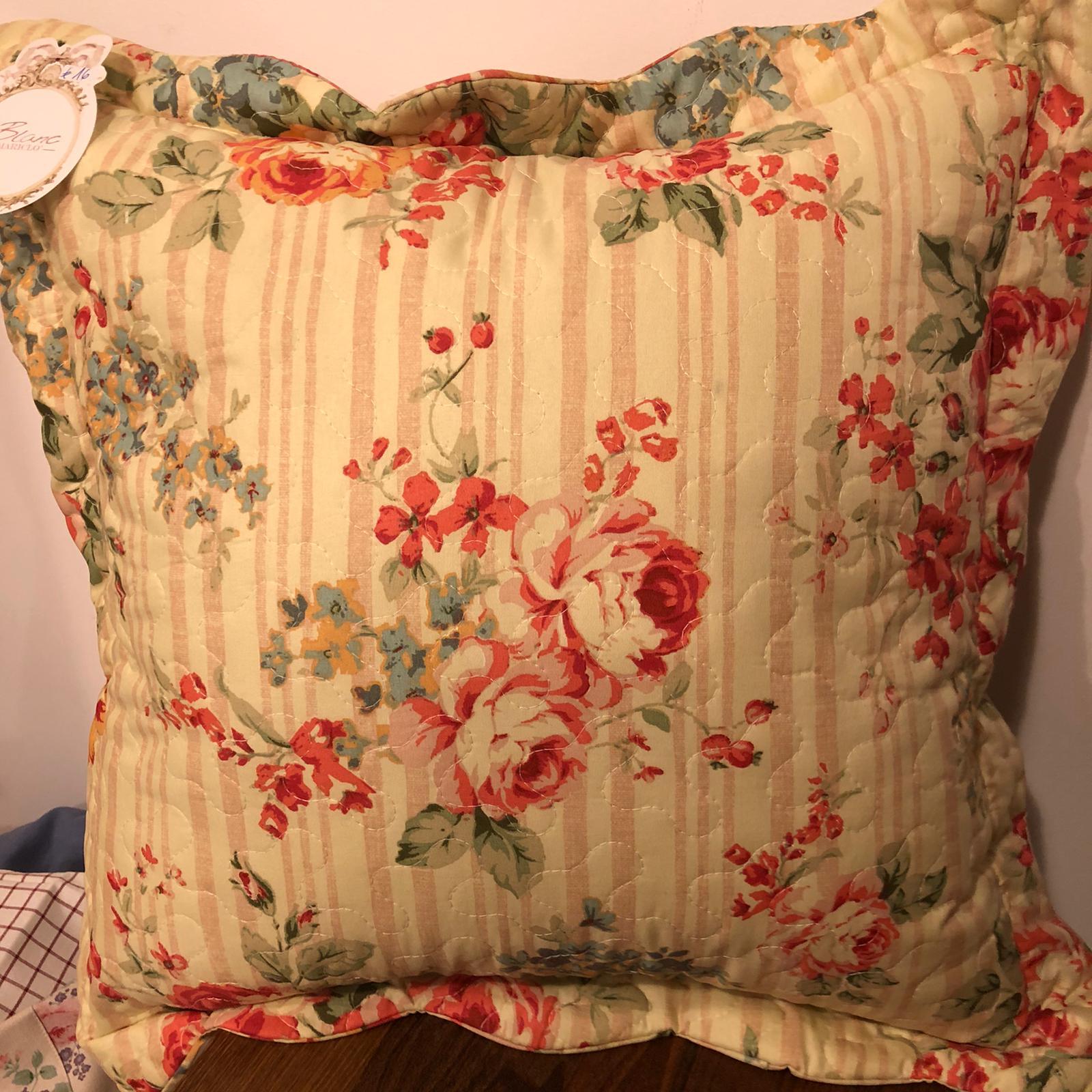 Cuscino quadrato floreale in cotone con gala
