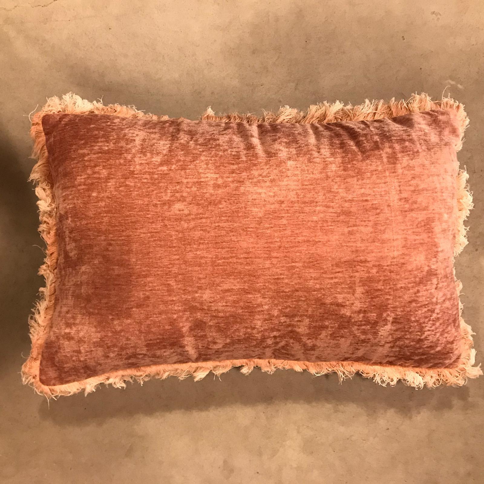 Cuscino rettangolare con frangia delave – Rosa