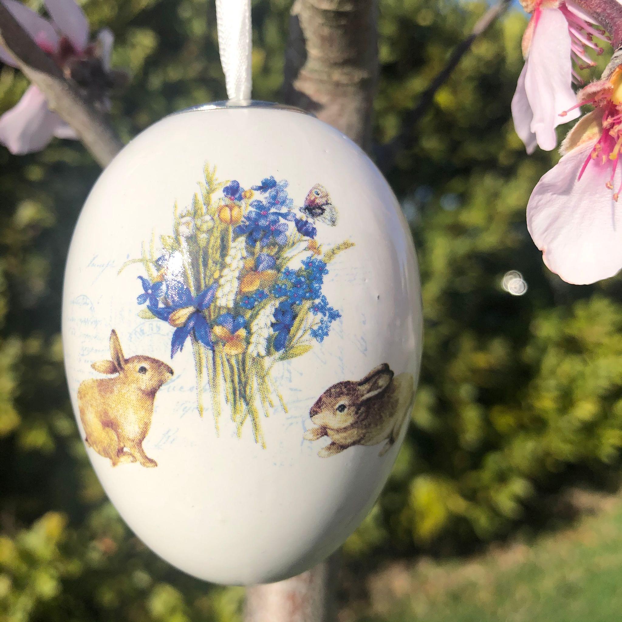 Uovo di porcellana con 2 coniglietti