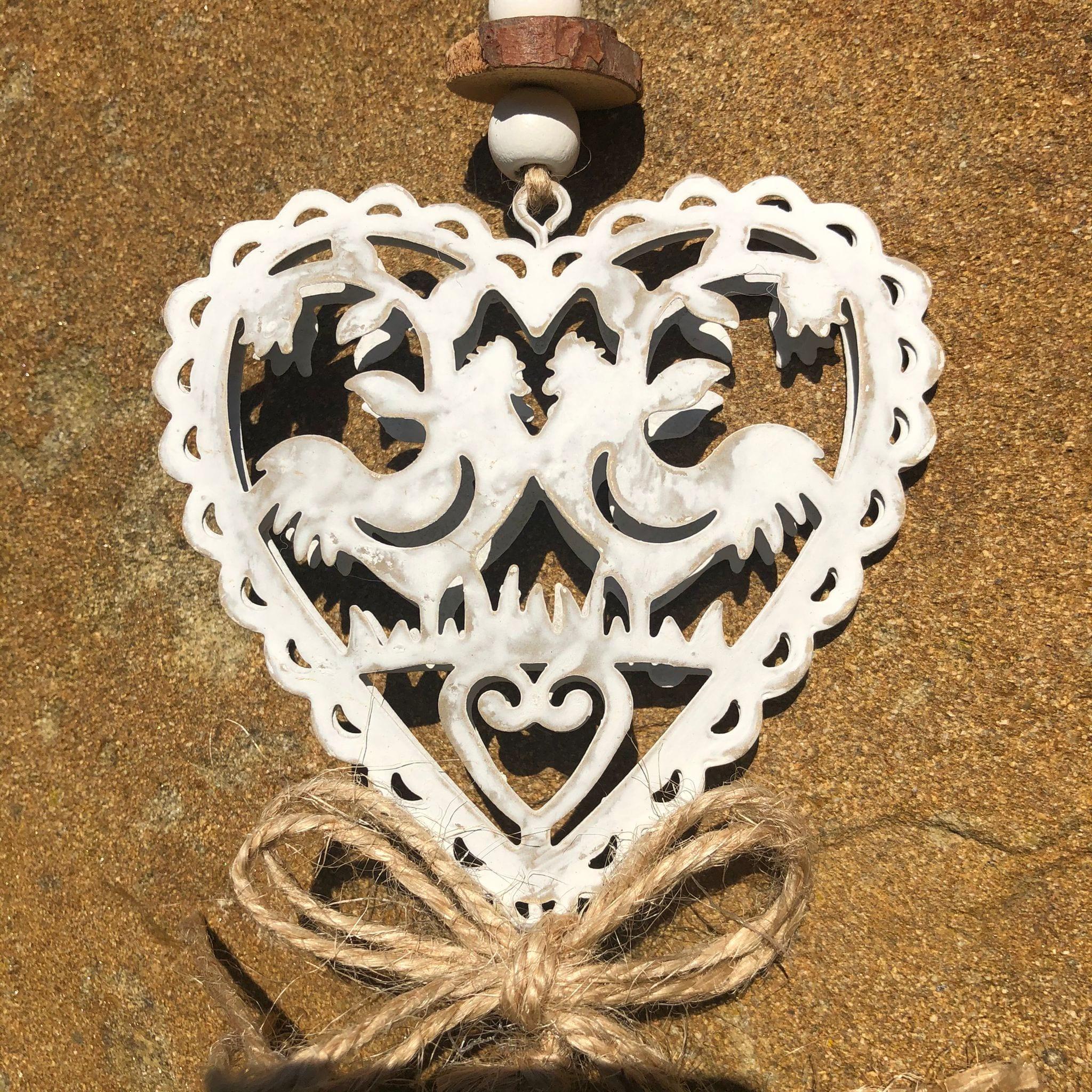 Decorazione a forma di cuore in metallo con galline