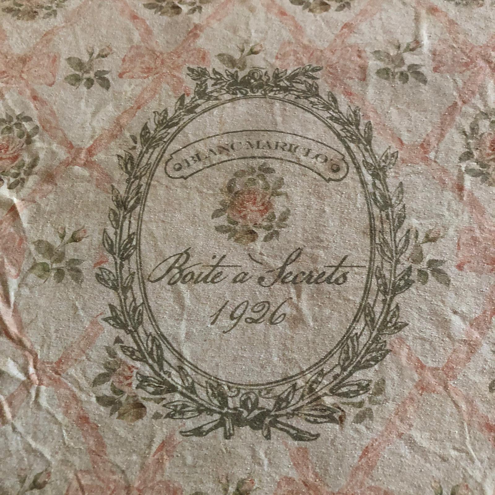 Scatola in legno decorata rosa – Media