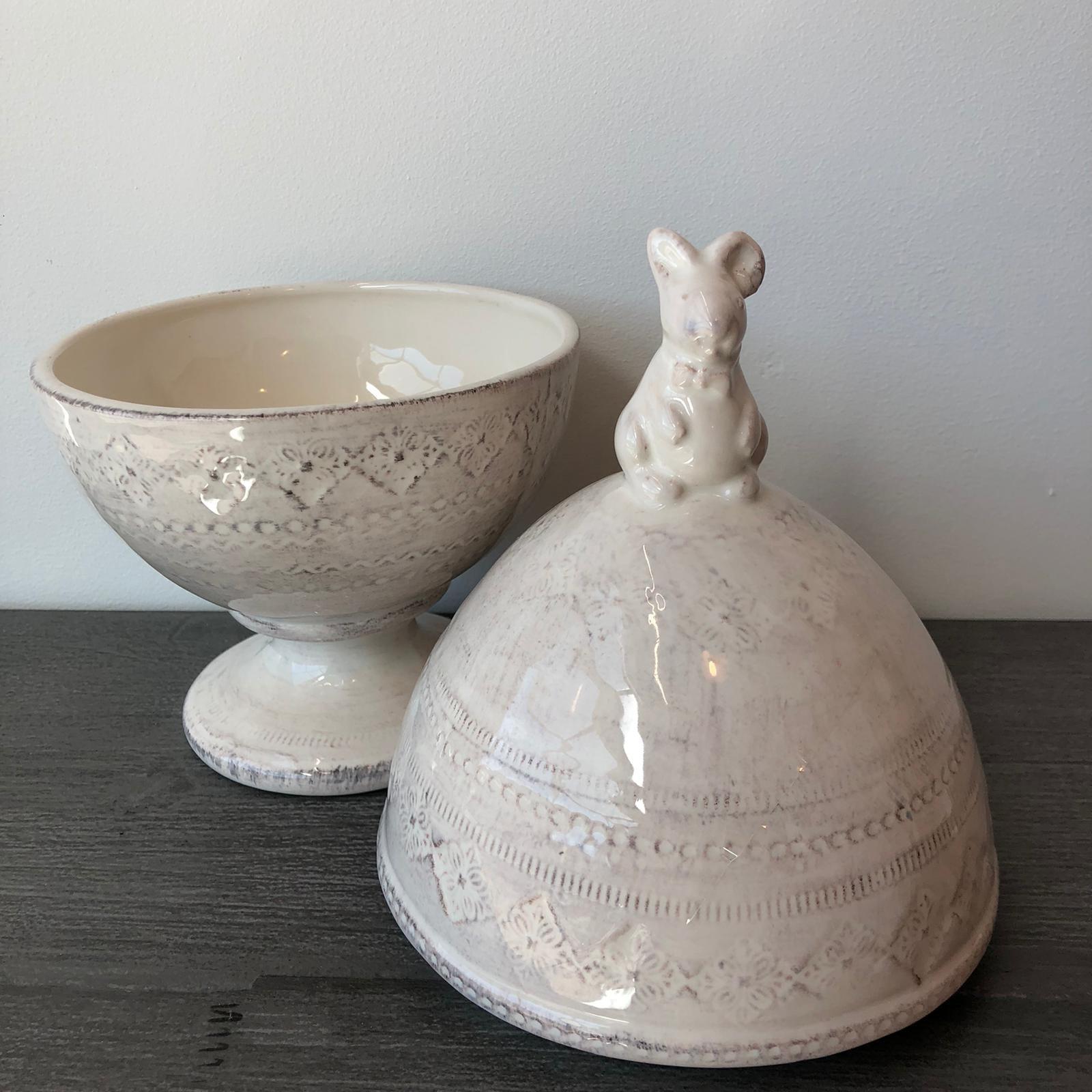 Scatola uovo in ceramica con coniglio – Bianco