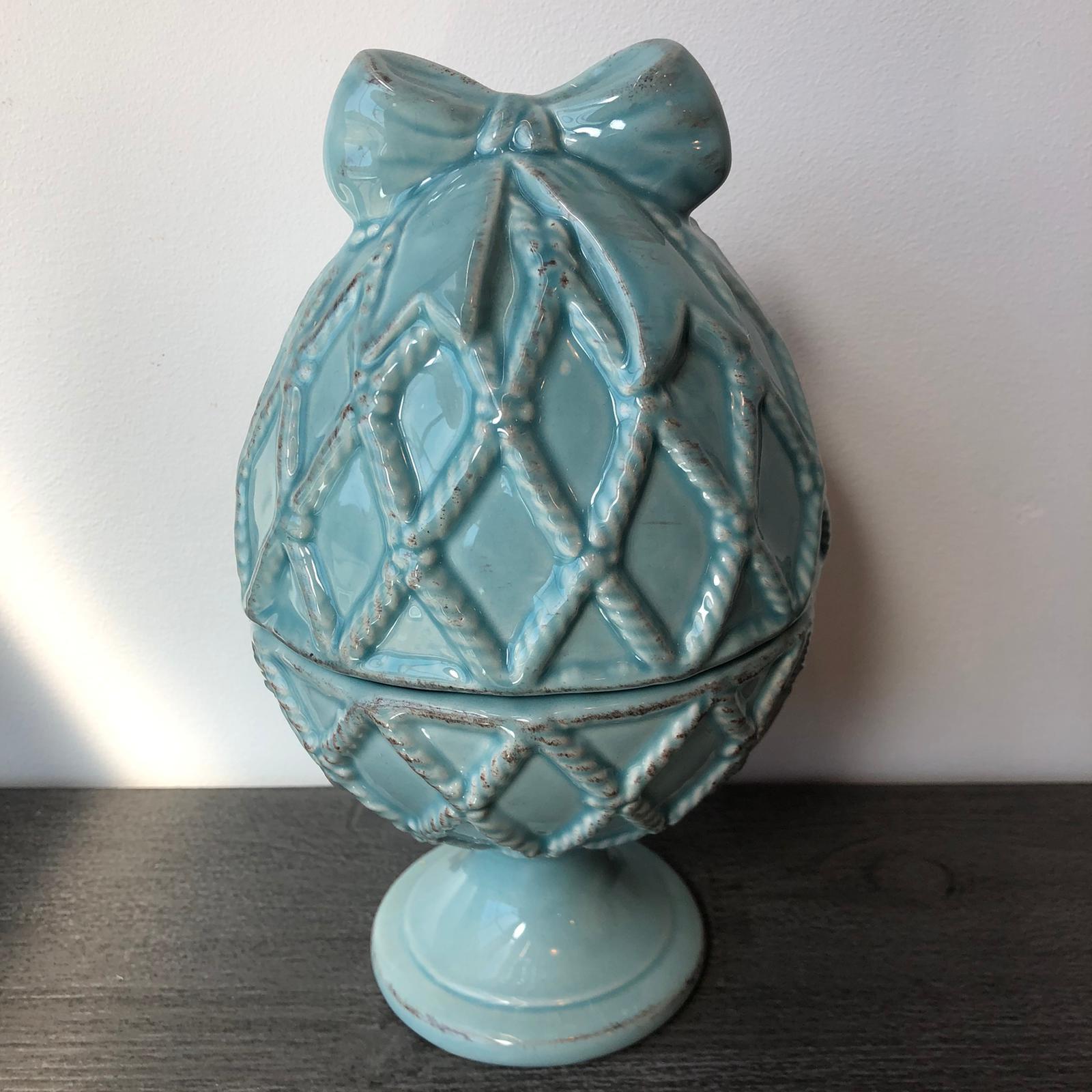 Scatola uovo in ceramica con fiocco – Turchese