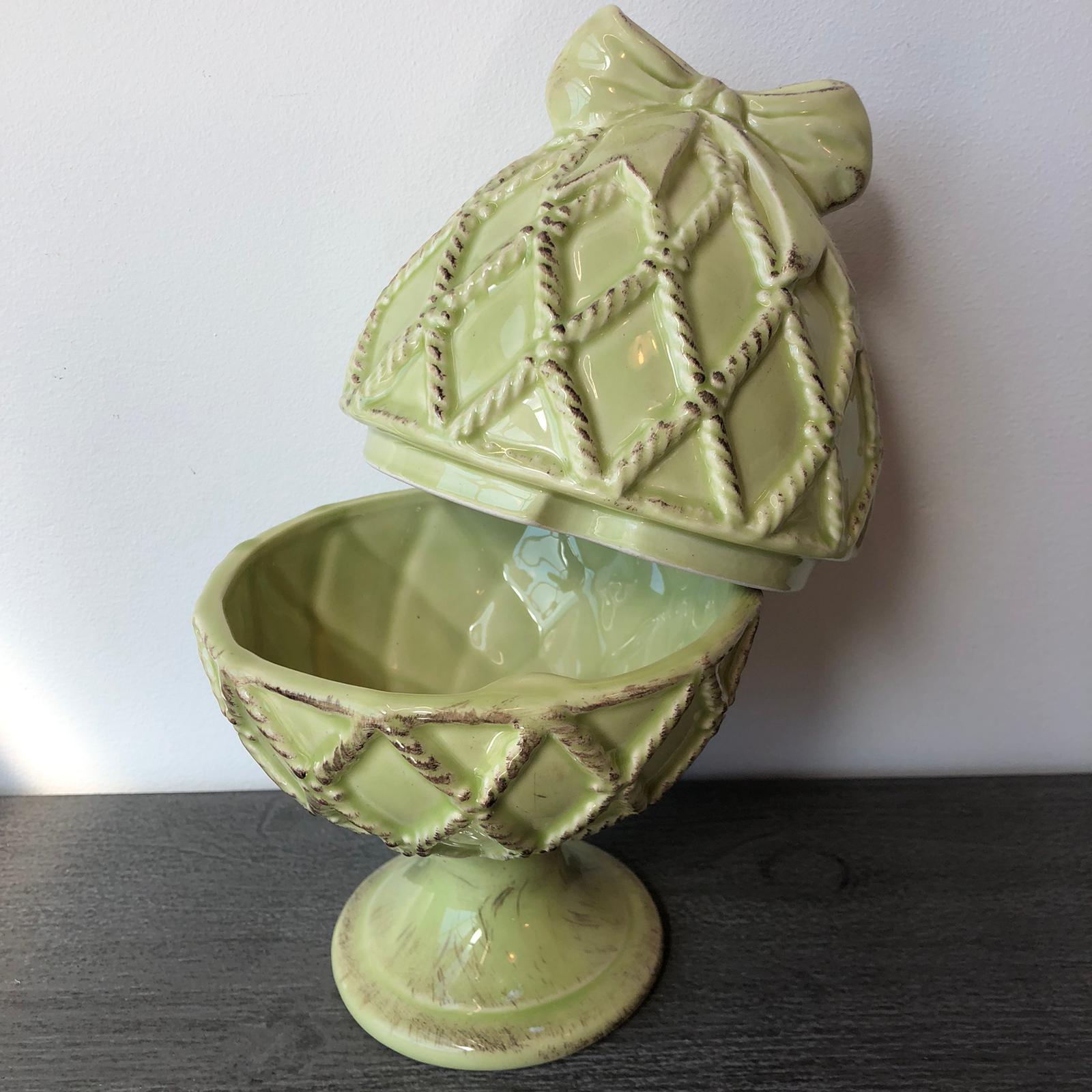 Scatola uovo in ceramica con fiocco – Verde