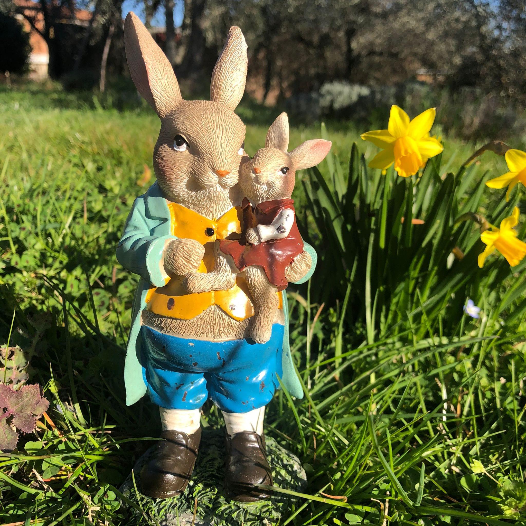 Decorazione con papà coniglio e piccolo coniglietto
