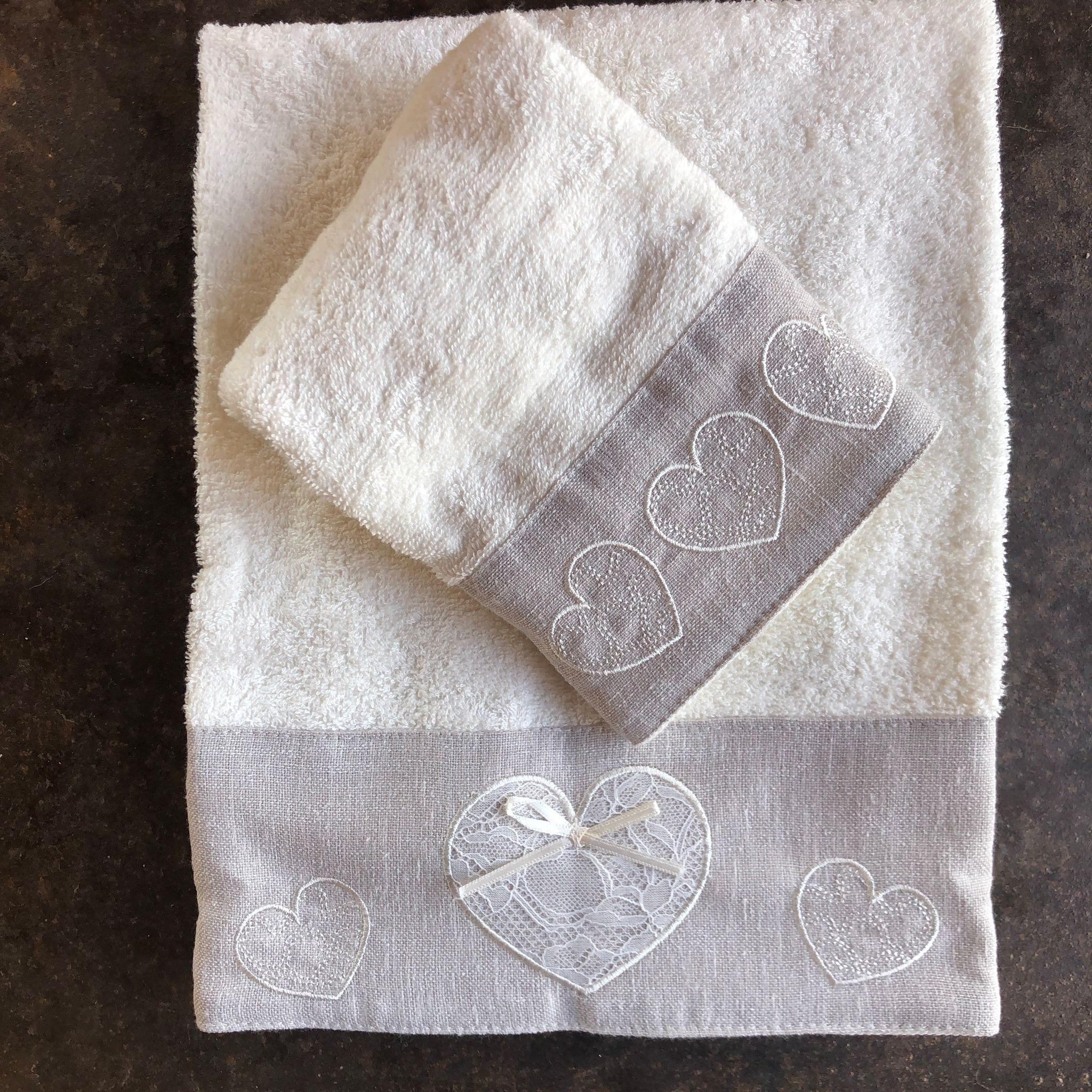 Coppia asciugamani con cuore in pizzo