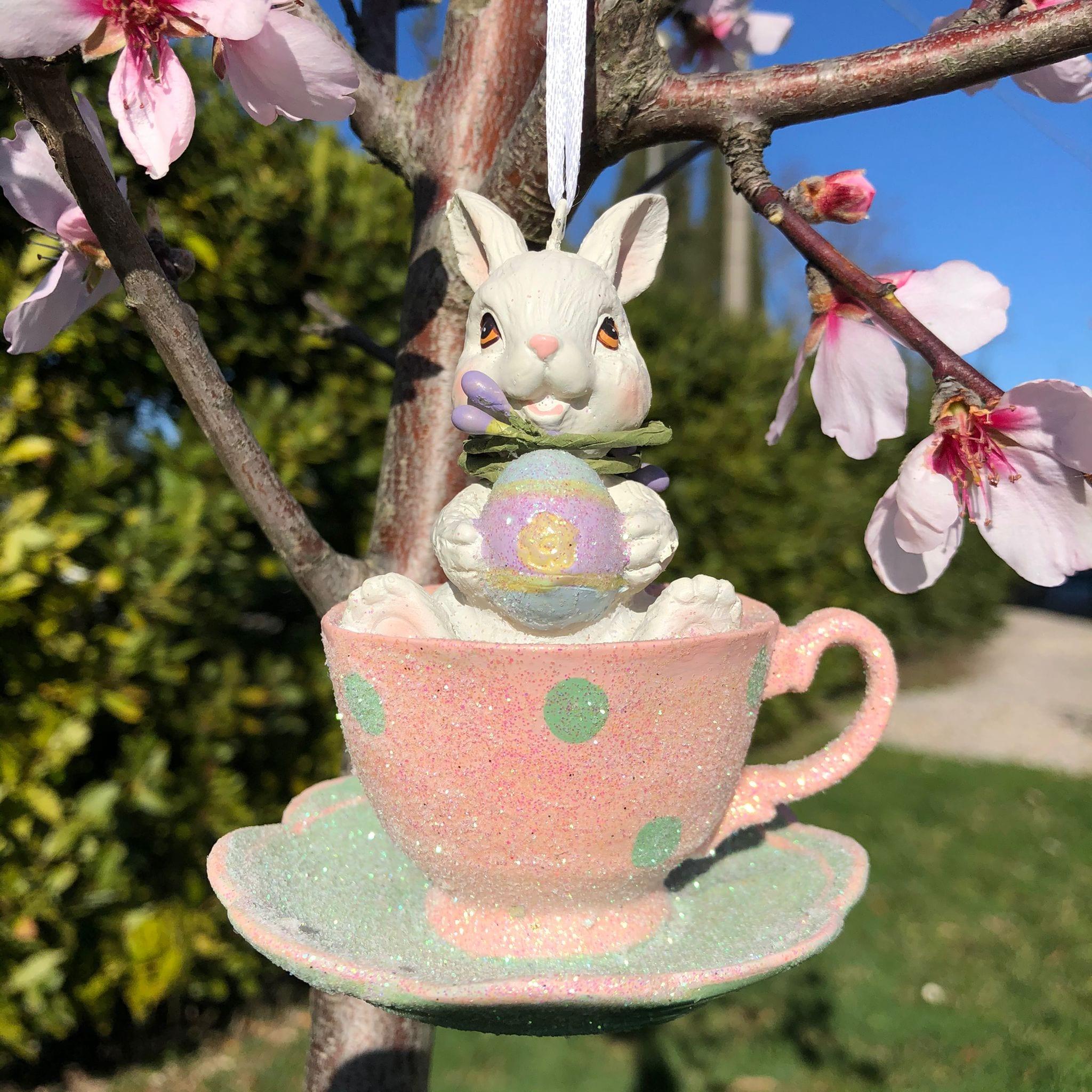 Decorazione con coniglietto in tazza rosa e verde