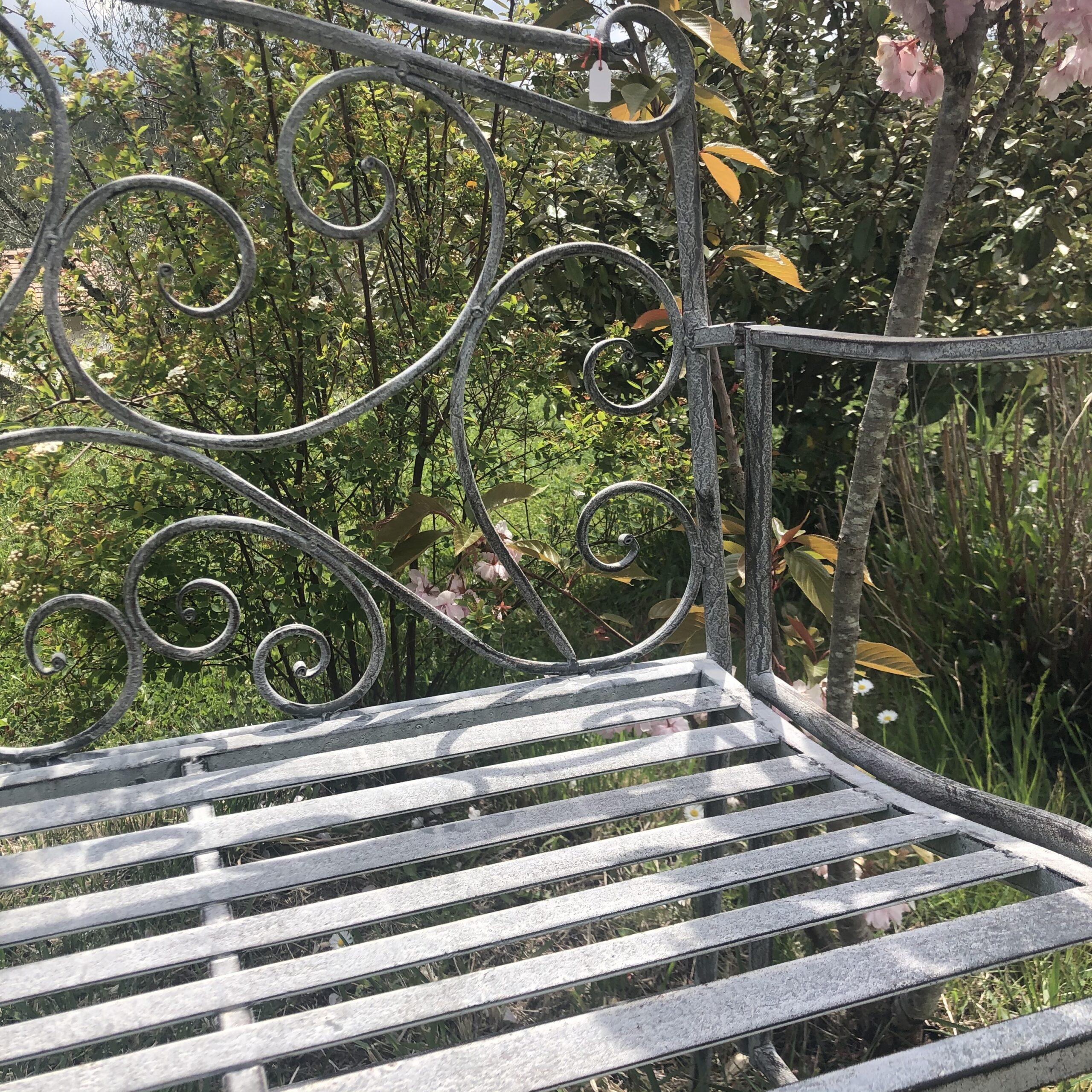 Panchina in ferro grigio antico
