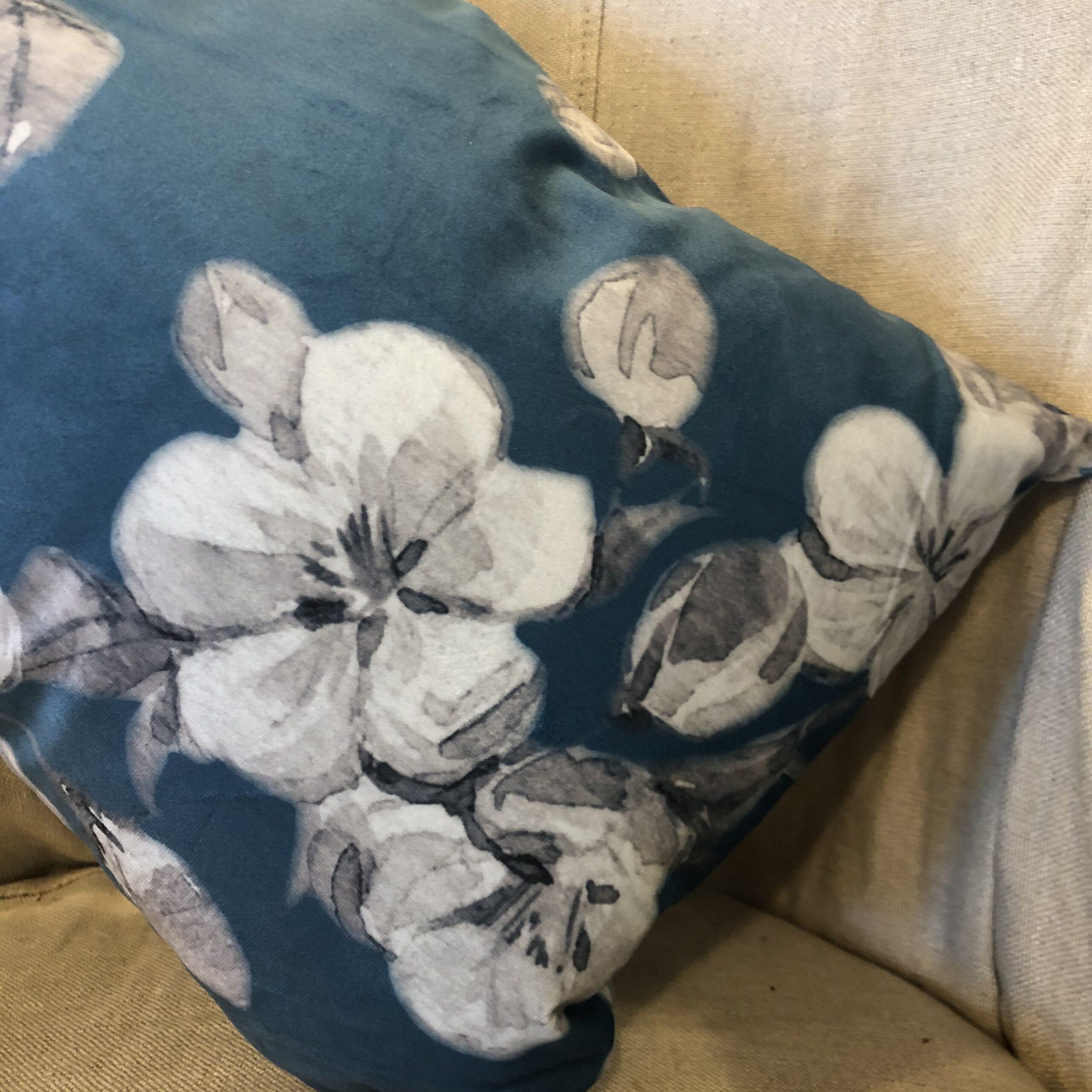 Cuscino quadrato floreale – Blu