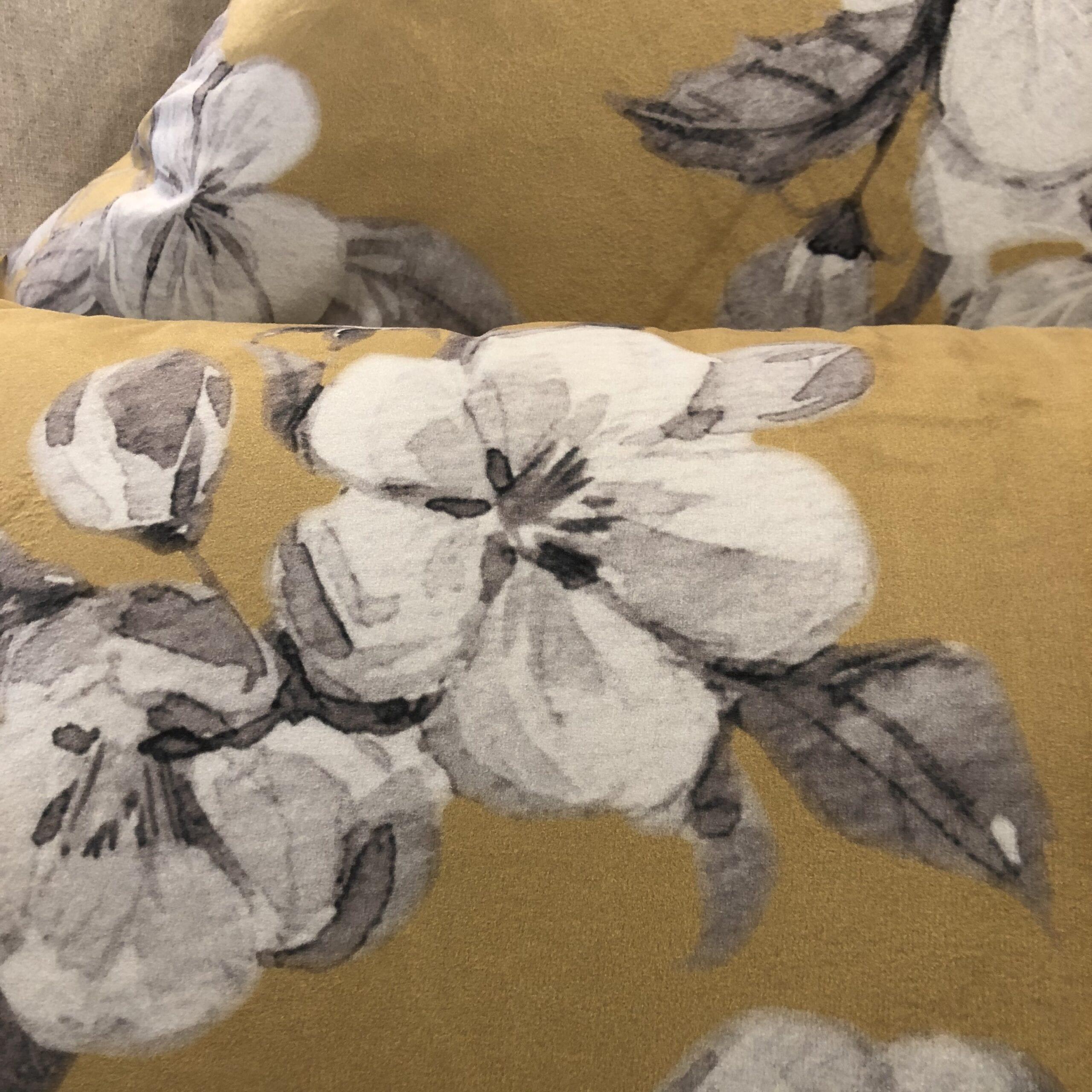 Cuscino quadrato floreale – Giallo