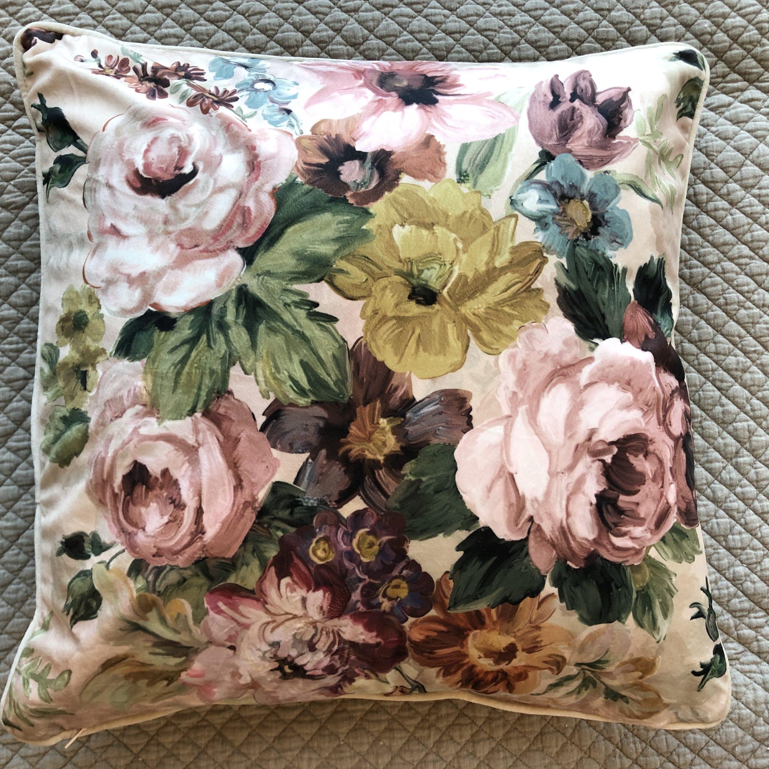 Cuscino in velluto , collection Affresco